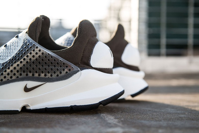 a-first-look-at-the-fragment-design-x-nike-sock-dart-31