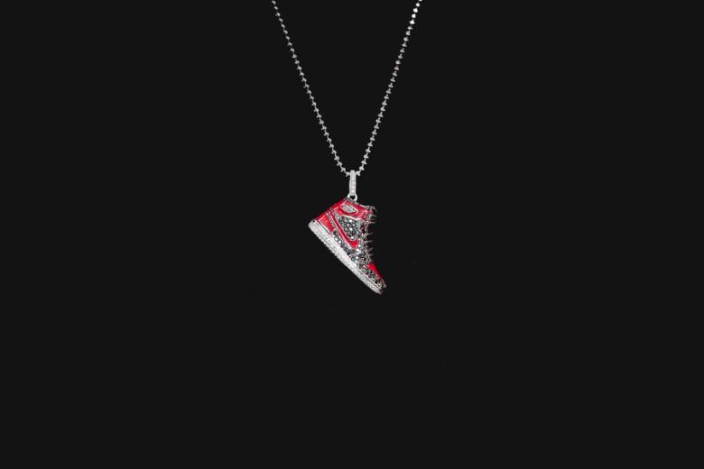 air-jordan-1-diamond-pendant-by-mr-flawless-1