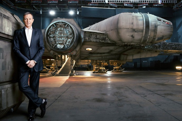 a-closer-look-at-the-millennium-falcon-from-upcoming-star-wars-the-force-awakens-3
