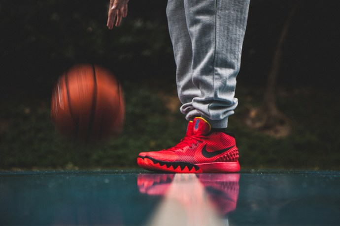 a-closer-look-at-the-nike-kyrie-1-deceptive-red-1