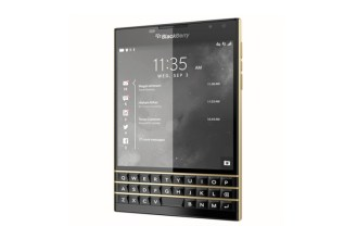 the-limited-edition-blackberry-passport-black-and-gold-01