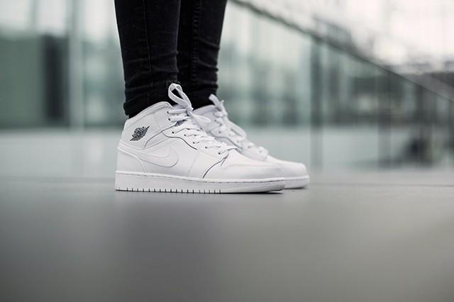 air-jordan-1-bg-white-cool-grey-4