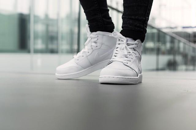 air-jordan-1-bg-white-cool-grey