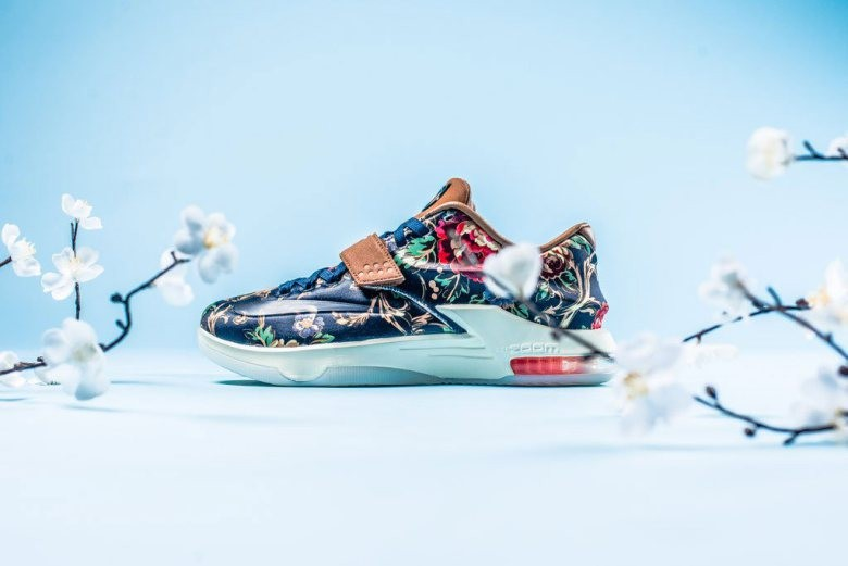 a-closer-look-at-the-nike-kd-vii-ext-floral-qs-1