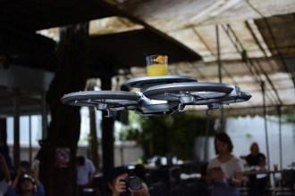 singapore-restaurant-uses-autonomous-drone-waiters-1