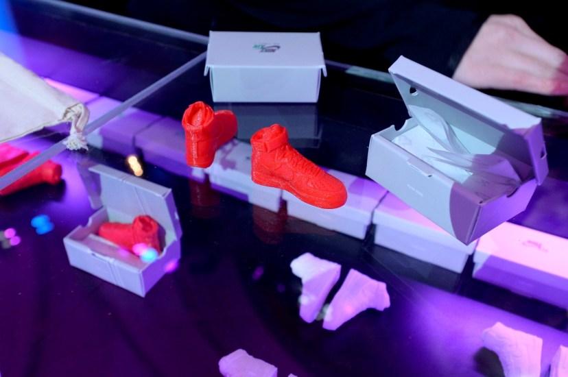 Nike Inside Access Studio Panel現場以3D列印技術製作迷你版的Air Force 1