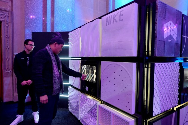 Nike Inside Access Studio Panel場內設有問答遊戲及投籃遊戲的裝置 (1)