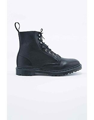 Dr. Martens Hadley Boot in Black