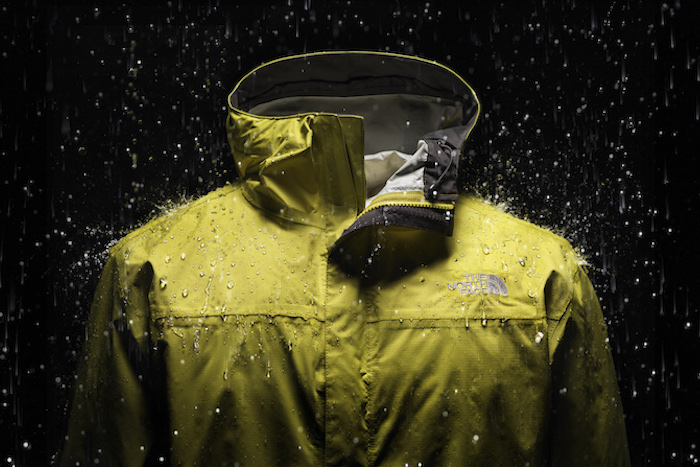 【The North Face防水透氣機能商品】獨家開發的HyVent防水透氣布料技術,可有效阻擋雨水的入侵,又能將身體的熱氣排出
