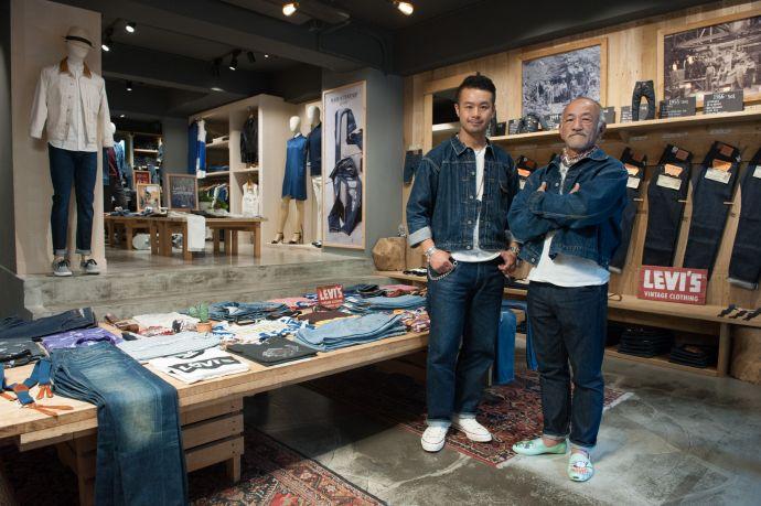 大坪洋介先生(右)與藤原裕先生(左)於LEVI'S東區概念旗艦店合影留念