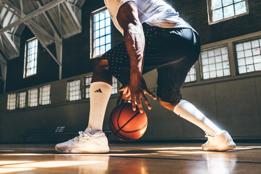 2.Crazylight 2016 設計靈感啟發自今日NBA球星在賽場上令人屏息的絕佳球技,旨在創造場上敏捷過人的經典時刻