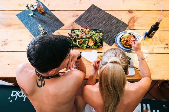 berlin-restaurant-will-give-you-a-free-meal-if-you-get-naked-001