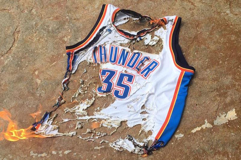 070416-NBA-OKC-fans-burn-jersey-2-PI.vresize.1200.675.high.93