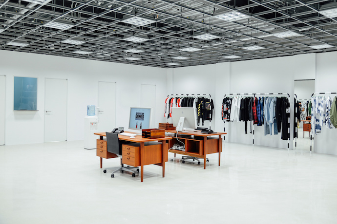 off-white-tokyo-flagship-store-inside-1