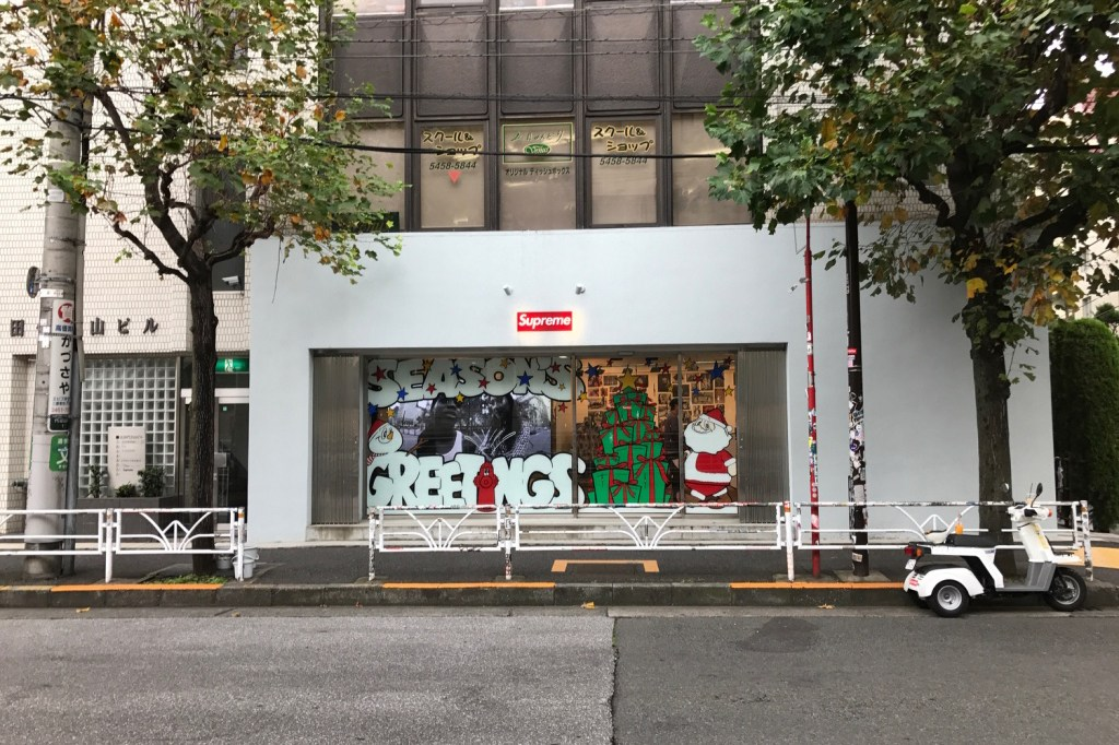 supreme-japan-christmas-store-fronts-5