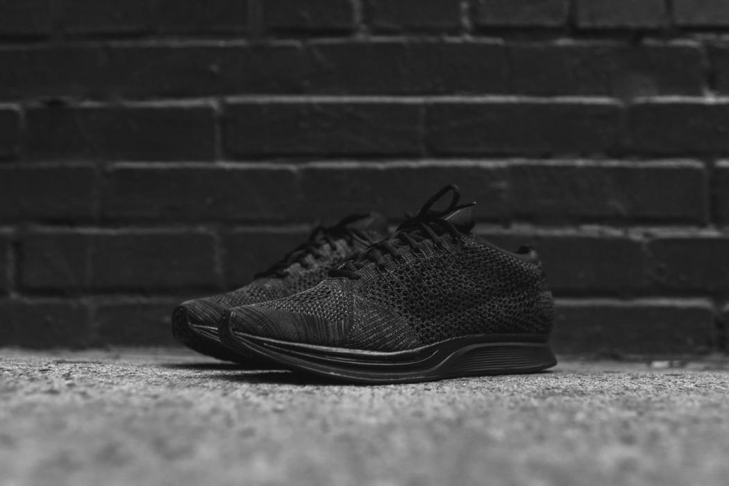 nike-flyknit-racer-triple-black-closer-look-21