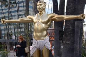 你怎麼看?用耶穌形象去形容肯爺,洛杉磯藝術家對「社會名人」有見解