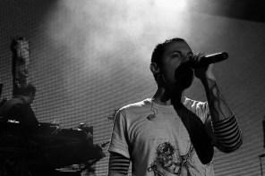 還記得陳冠希的 Clot 曾經致敬過 Linkin Park 的 Chester 嗎?