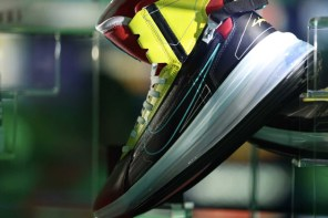 這雙超限量的 Nike Air Max 720 SATRN 跟《賽博朋克 2077》電玩有關