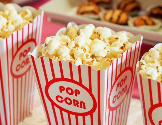 foto van drie bakken popcorn