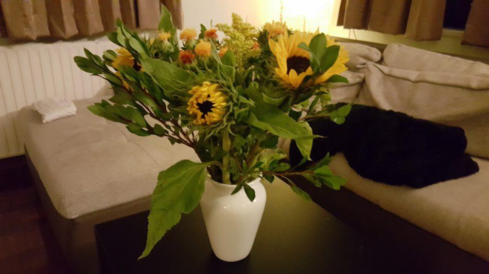 boeket in vaas zonnebloemen