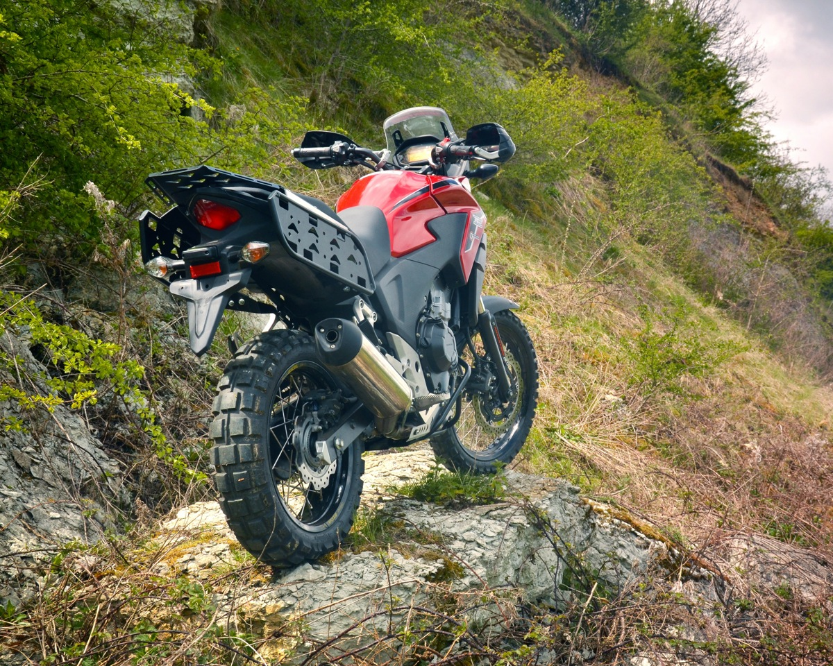 A CB500 to take on the world - OVERLAND magazine
