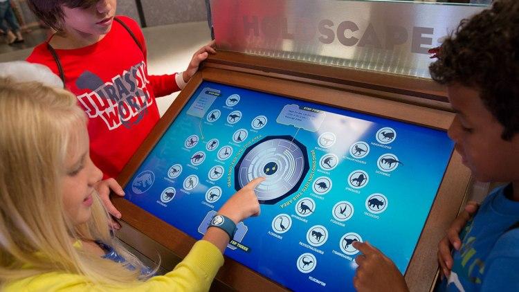 kids-touching-screen
