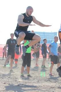 Trainings- und Leidensgenosse Dr. Flo verdient sich seinen Muskelkater...