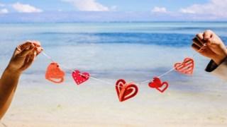 ハワイでの結婚式で写真の小物は?激かわアイテム11選!