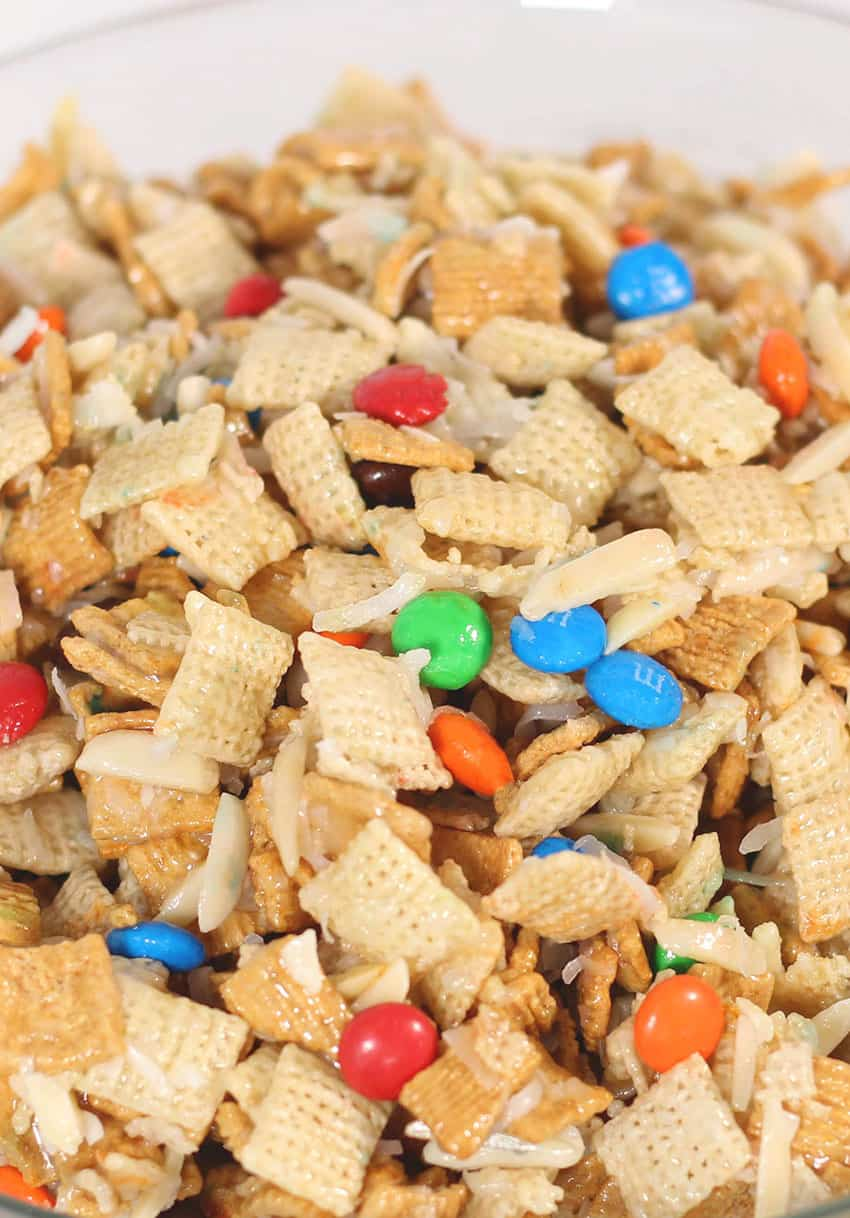 This Gooey Chex Mix is the perfect combination fo sweet and salty and will have everyone loving it! From overthebigmoon.com!