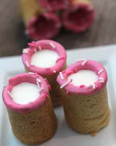Valentine's Day Sugar Cookie Shots - this fun treat is so fun, beyond tasty and your kids will love it!!