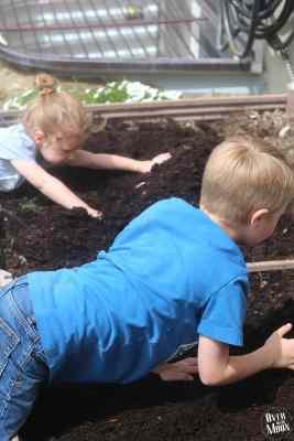 Kids Garden Tips | www.overthebigmoon.com
