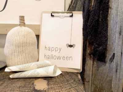 This simple Halloween Printable is a super easy way to decorate for Halloween! on www.overthebigmoon.com!