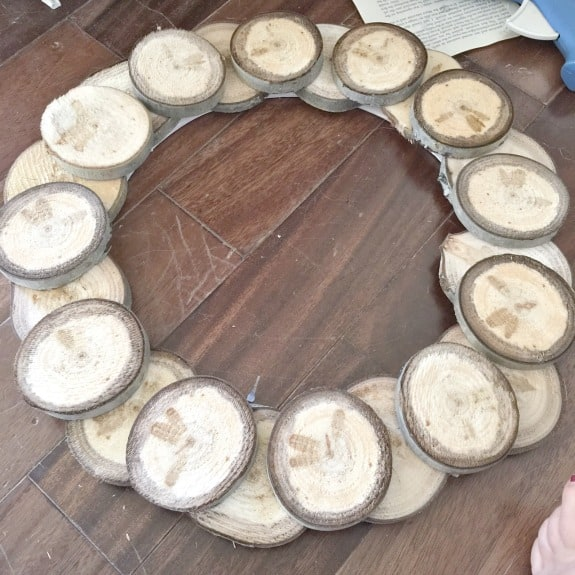 diy-wood-slice-fall-wreath