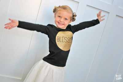 DIY Kids Thanksgiving T-Shirts - these are so fun and can be put together in an afternoon!! So fun! Tutorial at www.overthebigmoon.com!