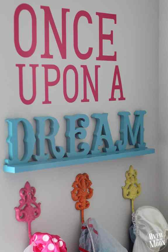 Easy DIY Disney Dress Up Corner from www.overthebigmoon.com!
