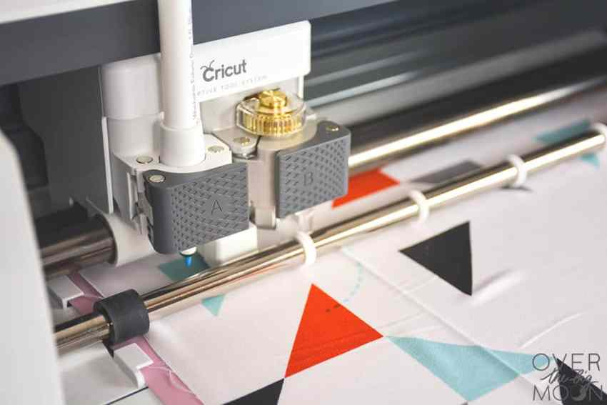 A breakdown and review of the Cricut Maker   www.overthebigmoon.com
