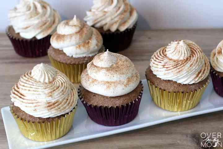 These Cake Box Snickerdoodle Cupcakes are a family favorite! Plus, they are made with a Cake Box! Woohoo! | www.overthebigmoon.com