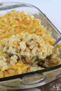 Creamy Garlic & Herb Mac N' Cheese - this Mac N' Cheese is hands down the best flavored Mac N' Cheese I've ever had! | www.overthebigmoon.com!