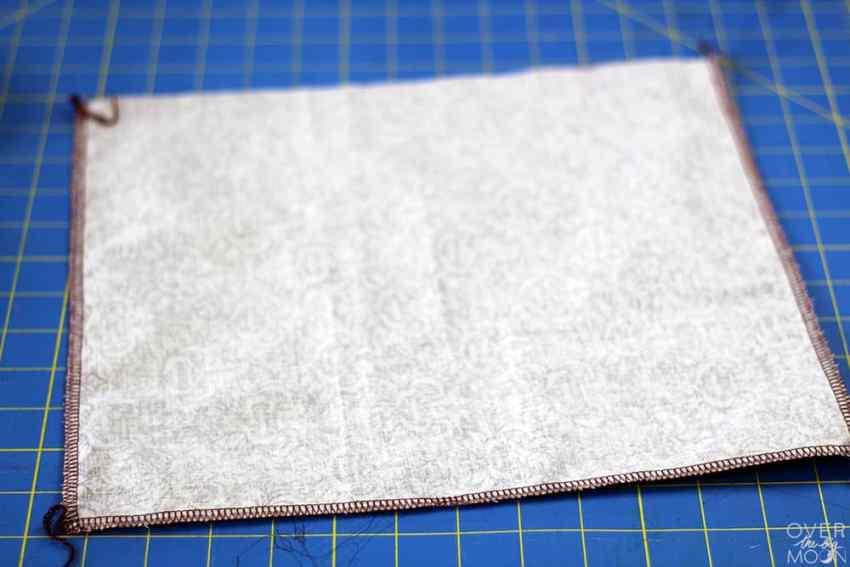 Easy beginning sewing trick or treat bag | www.overthebigmoon.com
