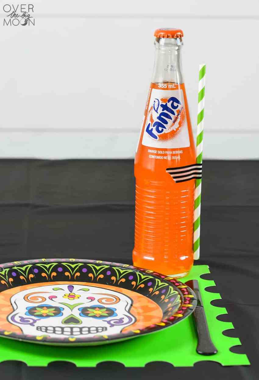 Fun Halloween Table Setting - make these super simple Poster Board Placemats with this super tutorial! From www.overthebigmoon.com!