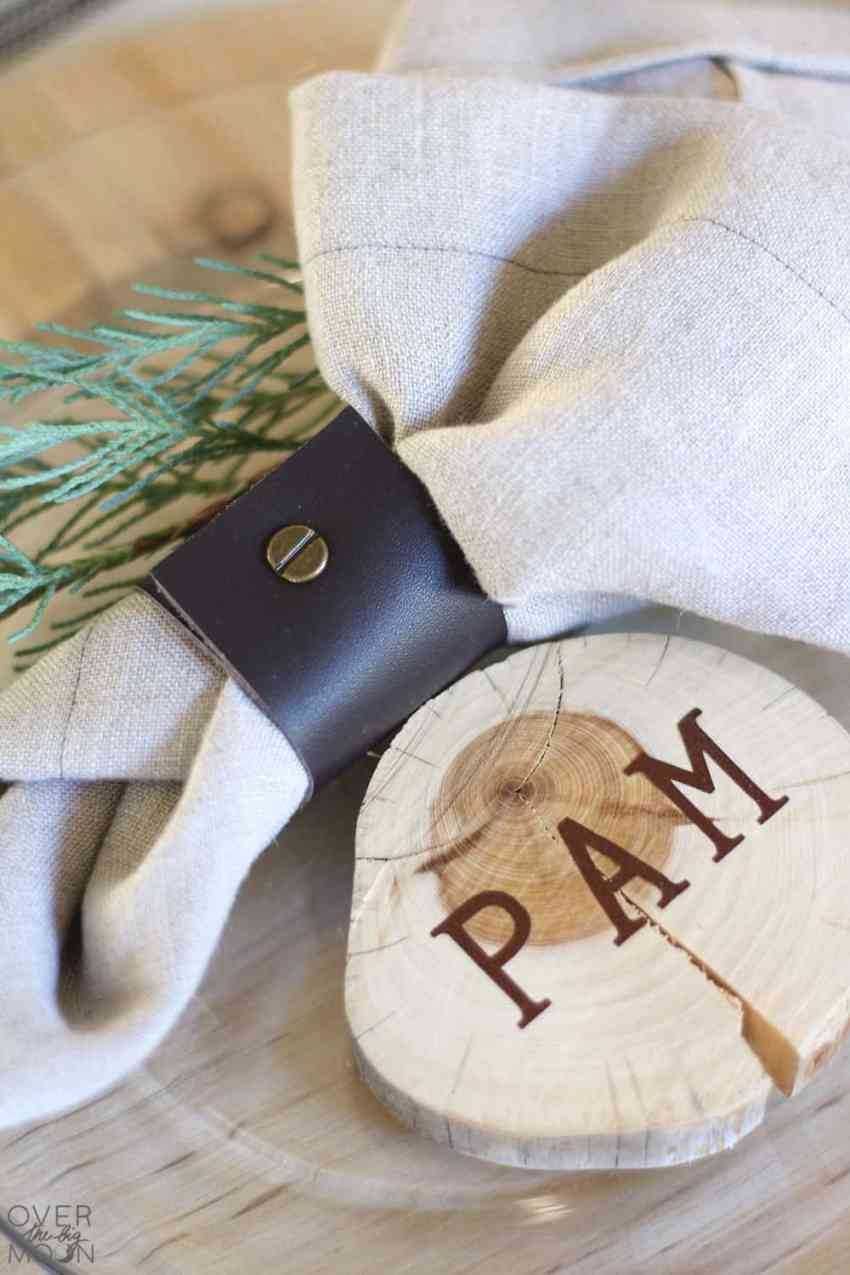 Wood Slice Place Setting Cards - this easy DIY only takes like 15 minutes! From www.overthebigmoon.com