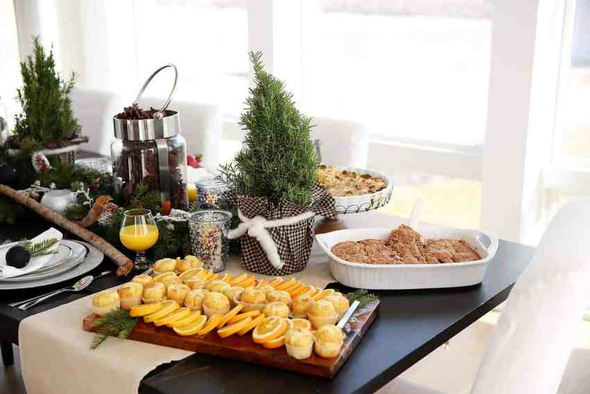 The perfect Holiday Brunch with a Rustic Tablescape and Brunch Menu Ideas! From www.overthebigmoon.com!