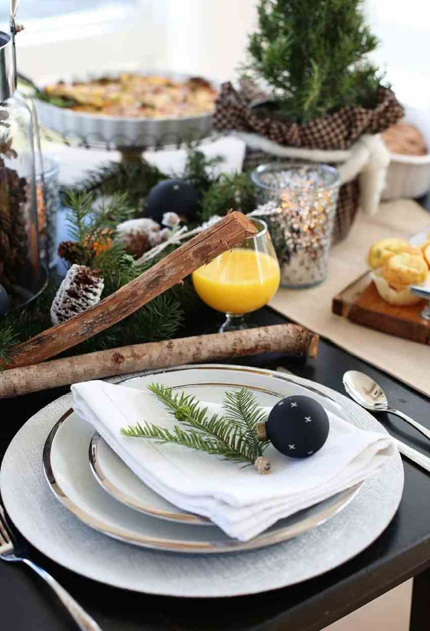 Holiday Table Setting Ideas and Brunch Menu Ideas from www.overthebigmoon.com!