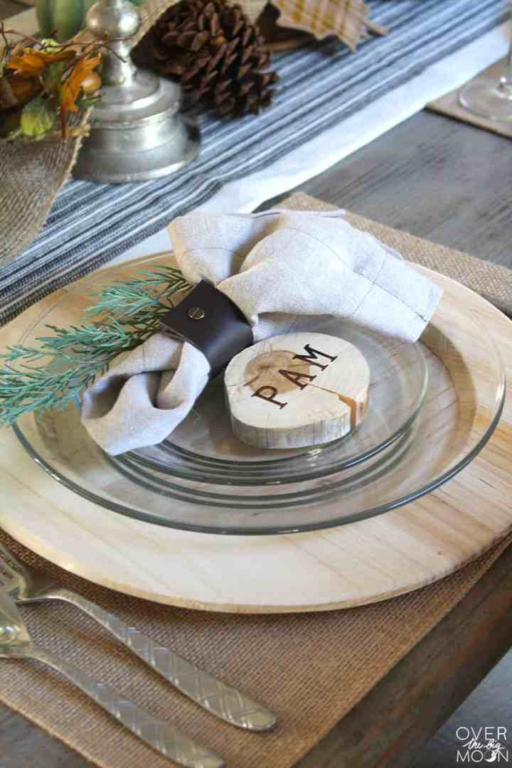 The wood elements in this farmhouse thanksgiving tablescape are so great! From www.overthebigmoon.com