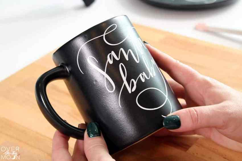 Make a customized Santa plate and mug! From overthebigmoon.com!