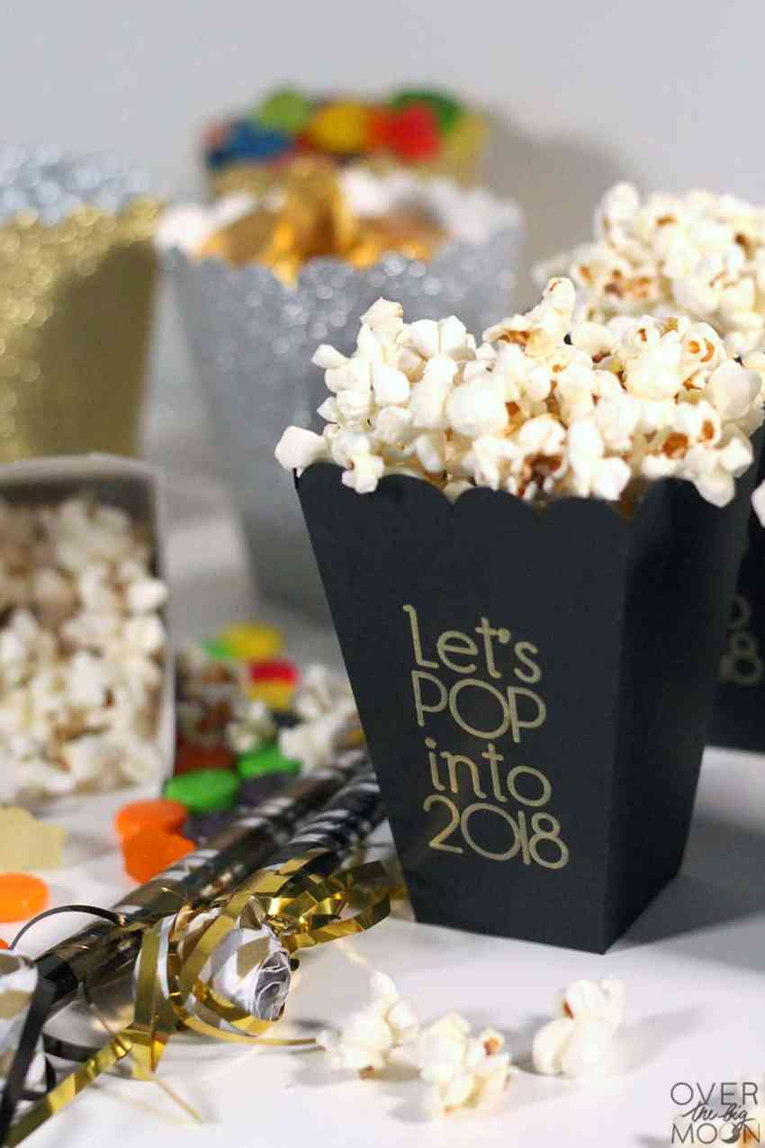 Make your New Years party extra fun with these Let's POP into 2018 popcorn boxes! From overthebigmoon.com!