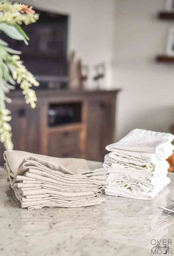 DIY Linen Dinner Napkins - this super easy tutorial will have you wanting to pick up some linen fabric asap to make a set of dinner napkins! From overthebigmoon.com!