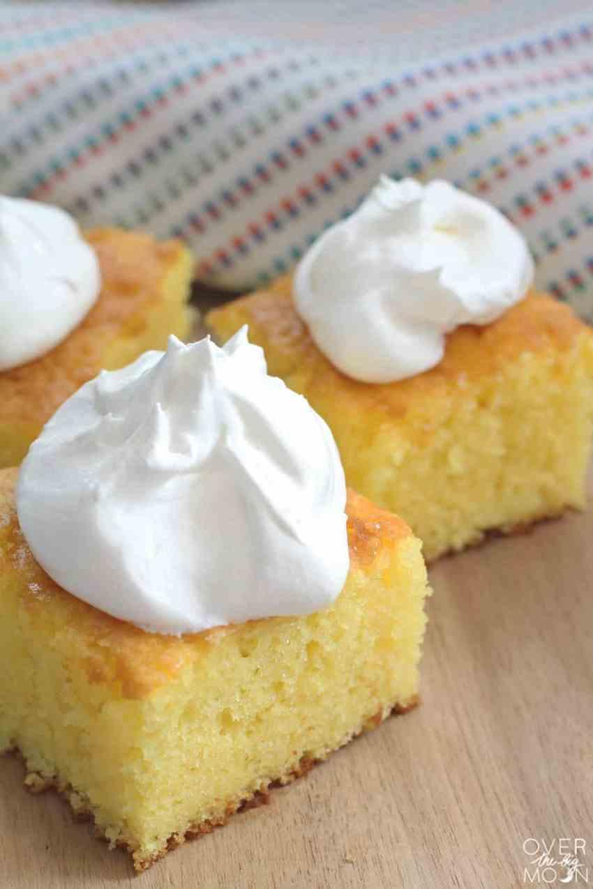 Summer Lemon Jello Cake from overthebigmoon.com!