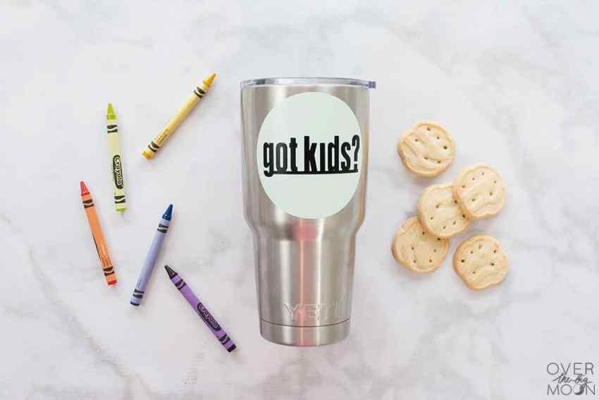 Got Kids? This is a fun vinyl sticker for your tumbler or coffee mug! From overthebigmoon.com! #vinyl #tumbler #cricutmade #cricut